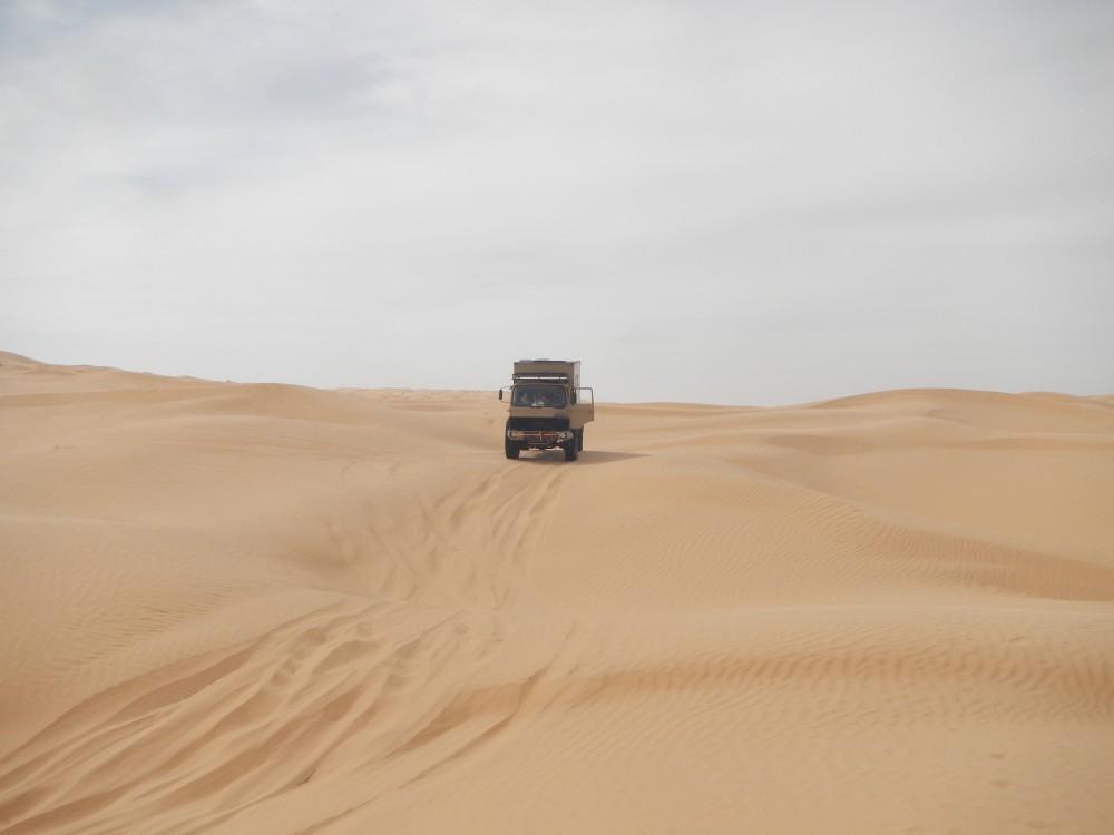 Iveco 110-17 in der Sandwüste