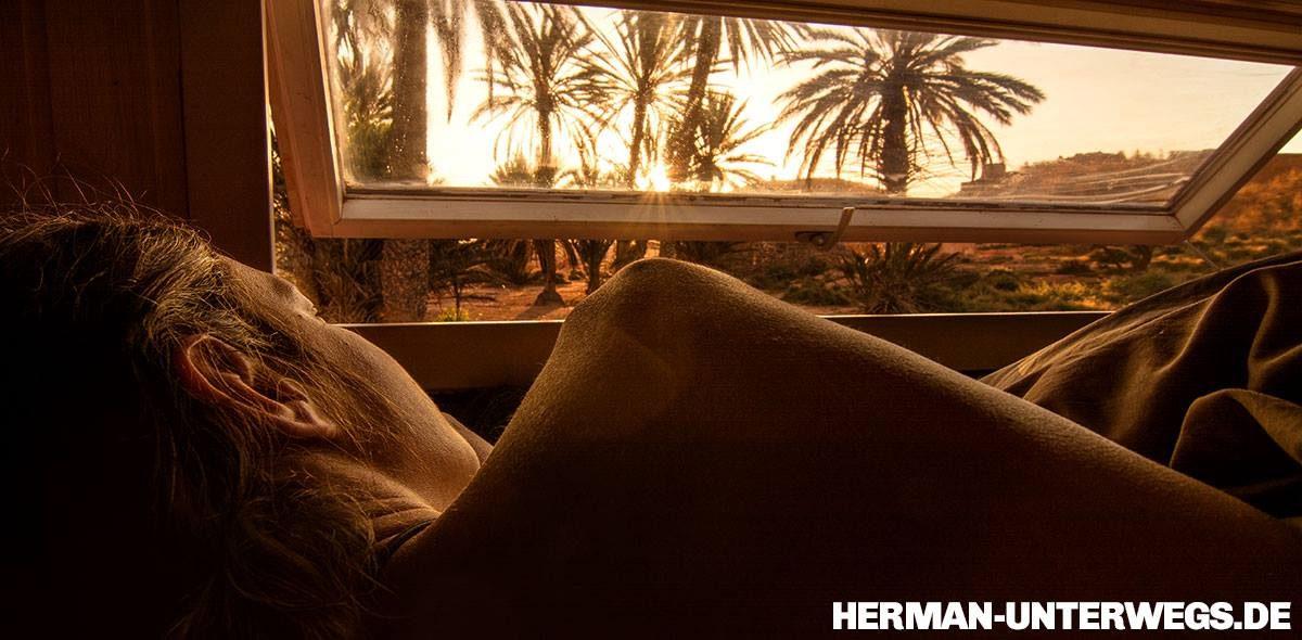 Blick aus dem Schlafzimmerfenster unseres Wohnmobil am Fort Bou-Jerif