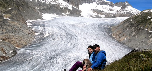 Nach einer schönen Wanderung sitzen wir in der ersten Reihe mit Blick auf den Rhonegletscher.
