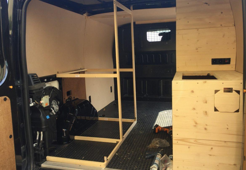 Camper Ausbau mit Holz