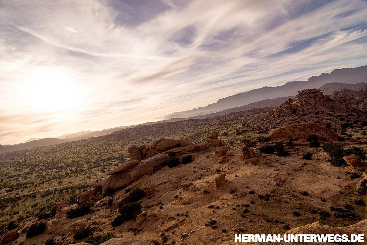 Wanderung um die blauen Felsen bei Tafraoute im Anti Atlas, Marokko