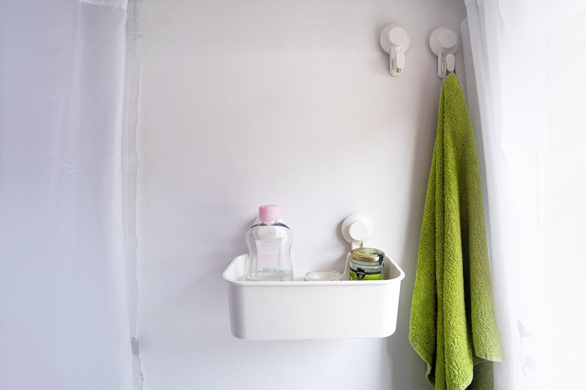 Ikea Saugnapfhaken und Duschkorb im Wohnmobil