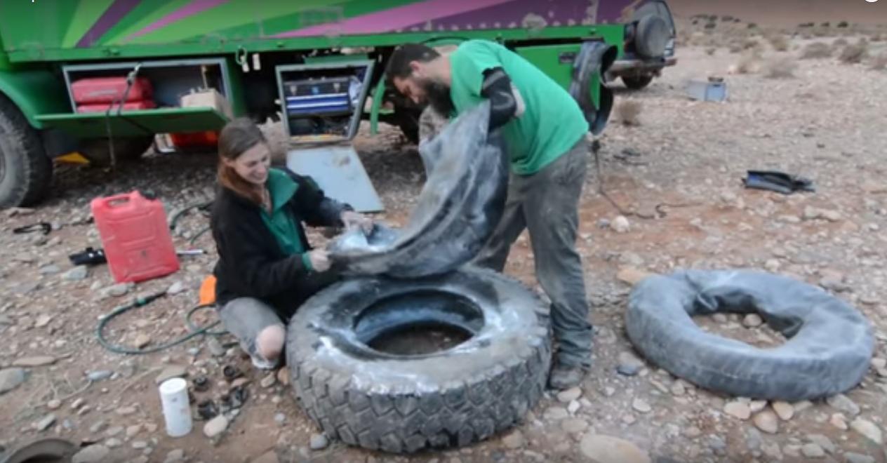 Reifen wecheln im Flussbett