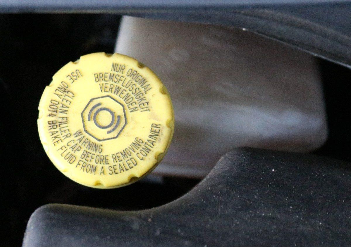 Deckel des Bremsflüssigkeitsbehälters im WV Crafter