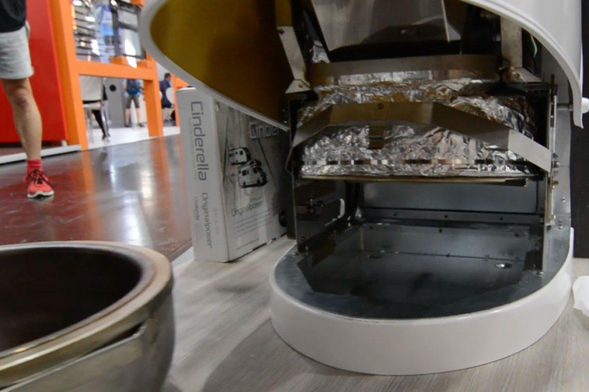 Cinderella Verbrennungstoilette - Geöffnetes Gehäuse