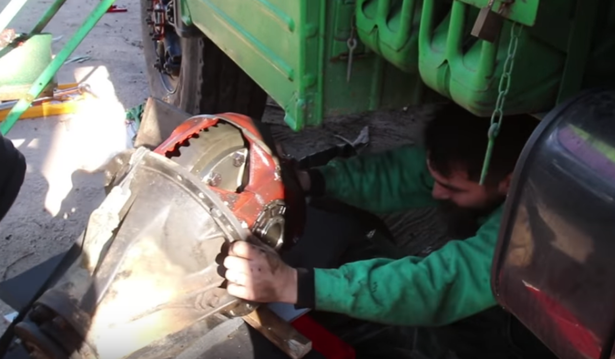 LKW Reparatur - Ausbau eines Differentials