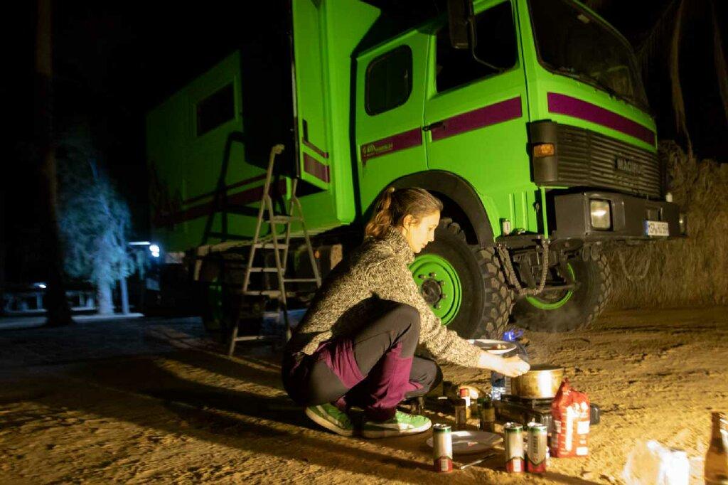 Kochen auf Wüstenboden