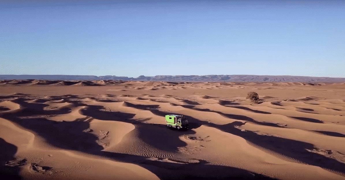 Allrad Wohnmobil in den Dünen des Erg Chegaga, Marokko