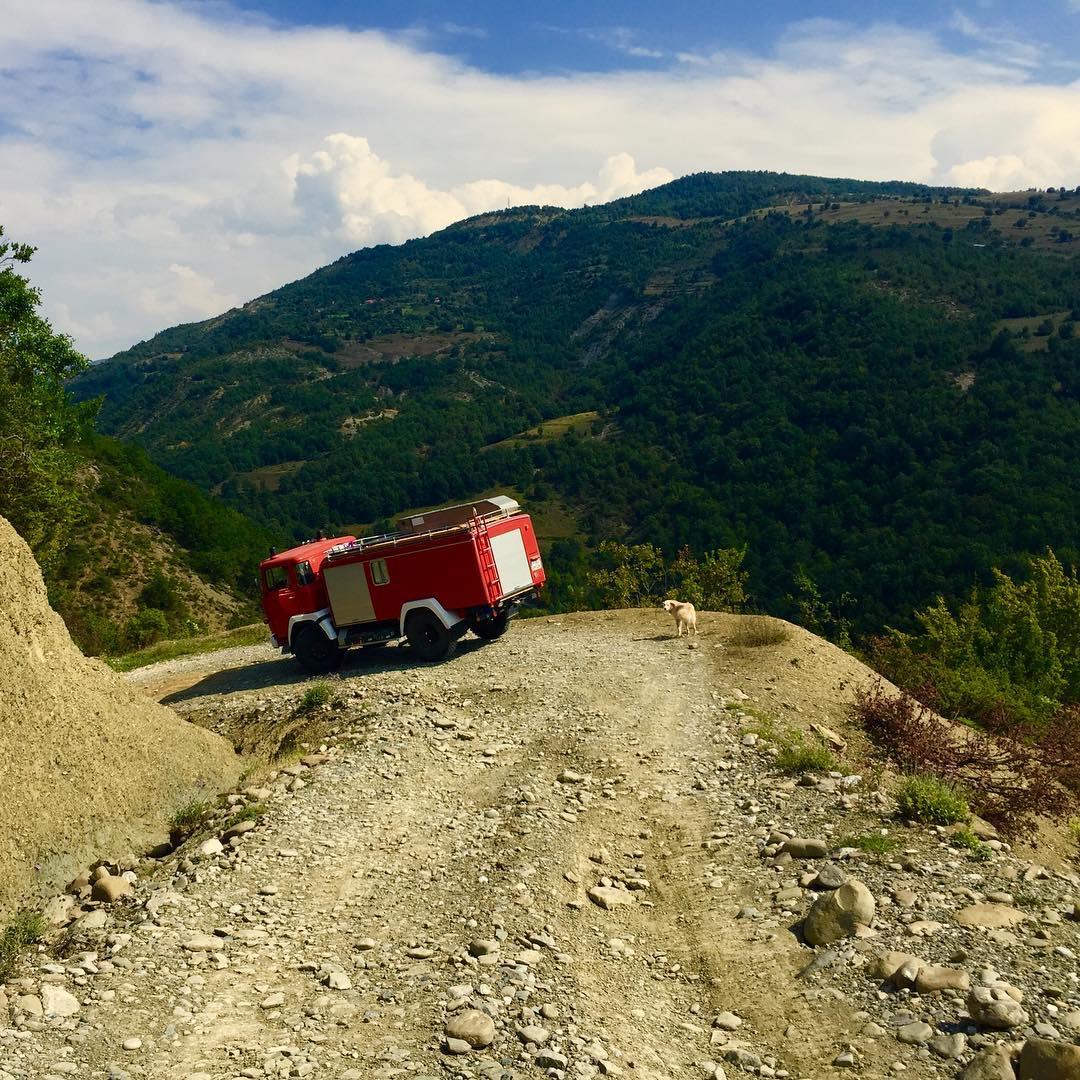 Feuerwehr Camper unterwegs in Albanien.