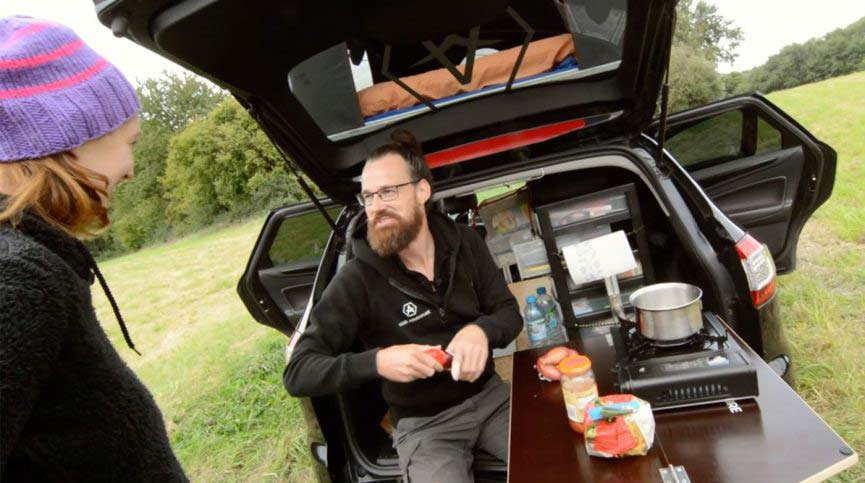pkw als wohnmobil leben im ford mondeo mit dachzelt. Black Bedroom Furniture Sets. Home Design Ideas