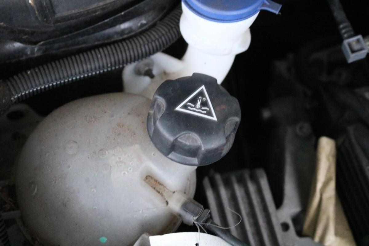 Kühlflüssigkeitsbehälter im VW Crafter - Campervan Check up