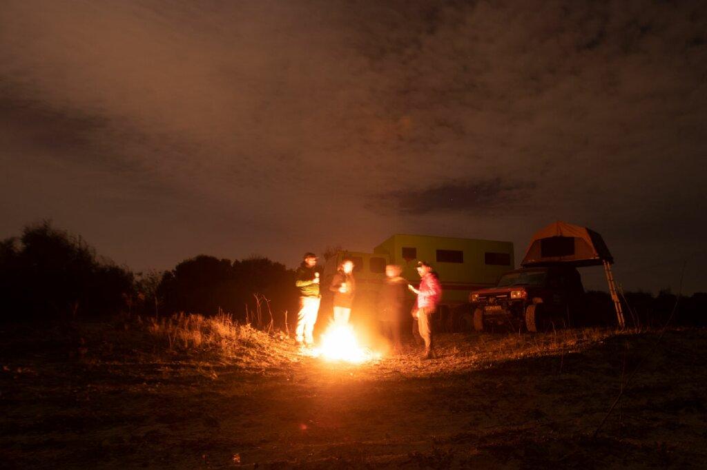 Lagerfeuer am Strand vor Karthago