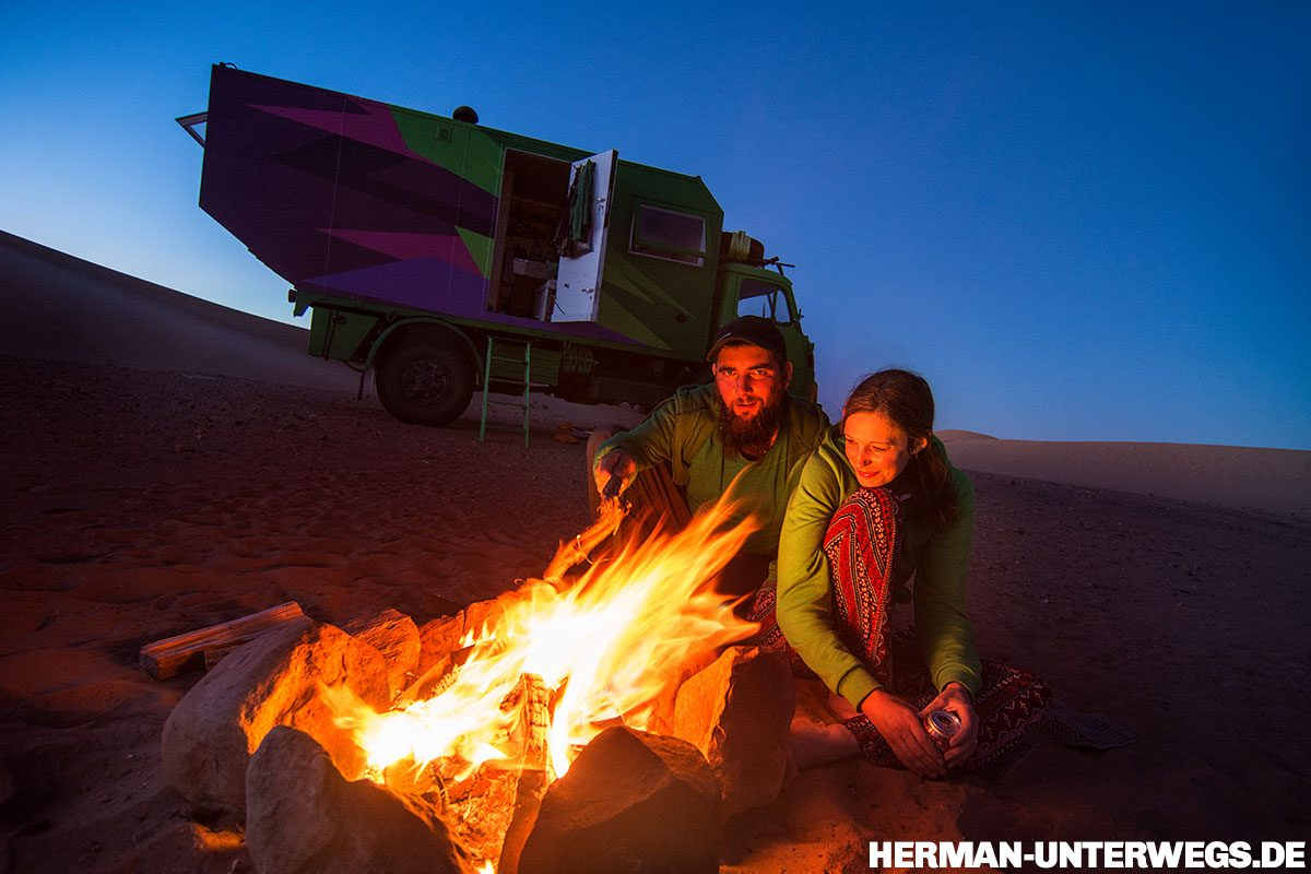 Lagerfeuer in der Sahara