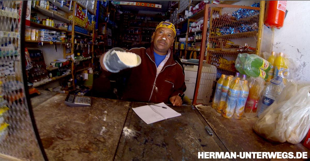 Mehl kaufen in marokkanischem Laden