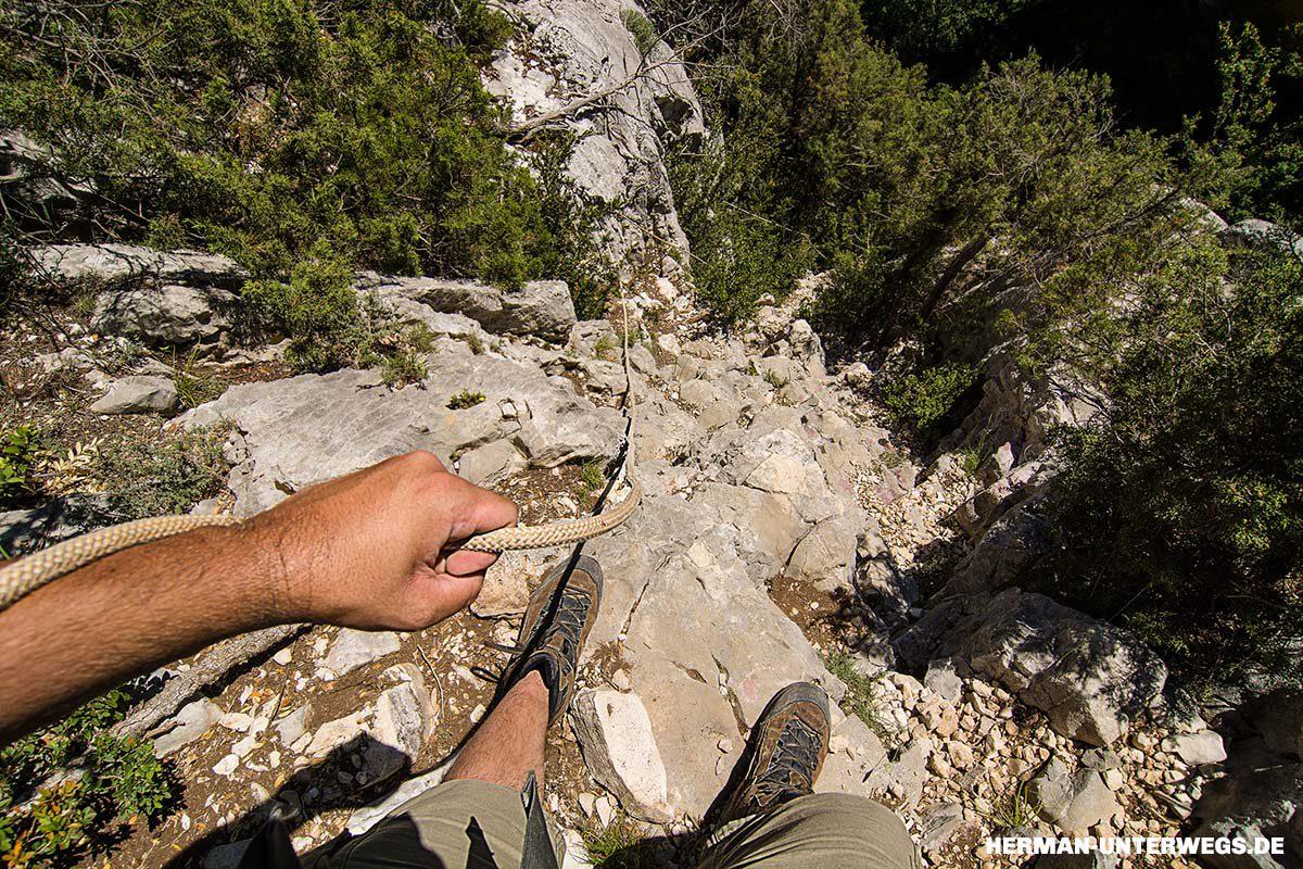 Wandern am Steilhang in der Verdonschlucht