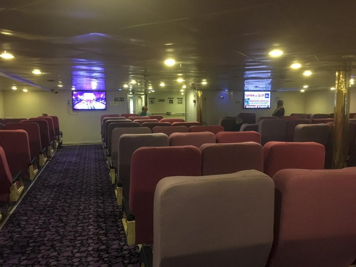 Schlafsesselraum bei Corsica Ferries