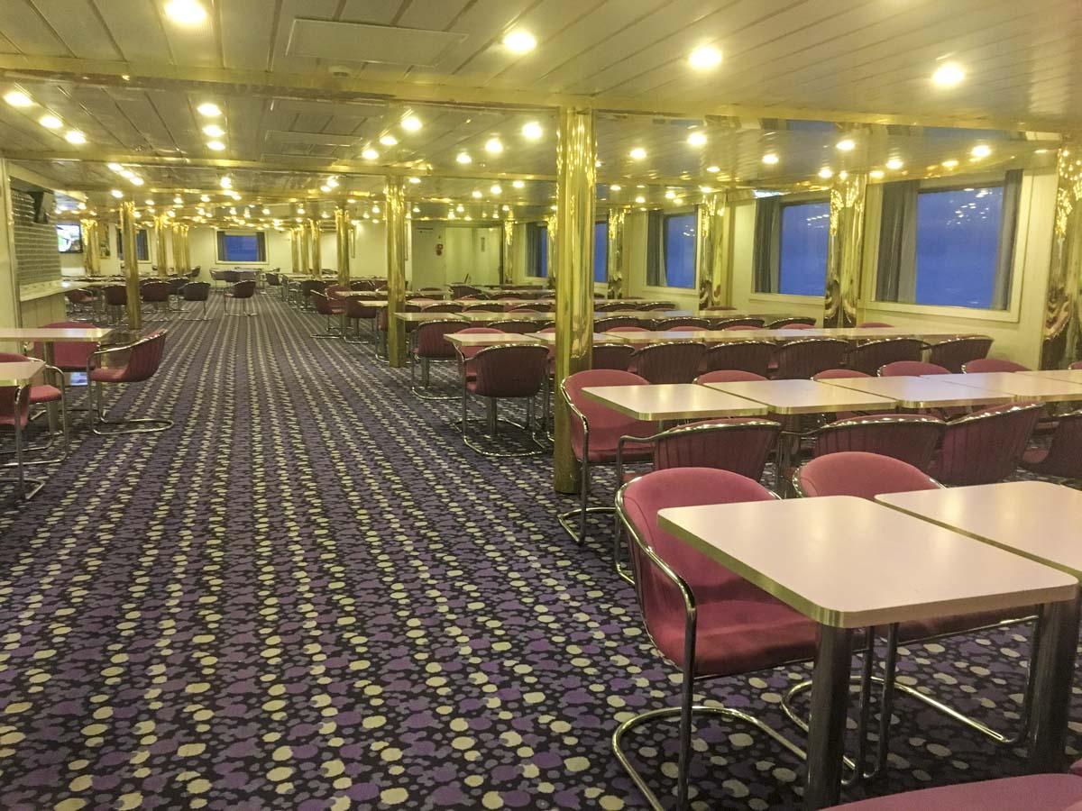 Restaurant an Bord von Corsica Ferries