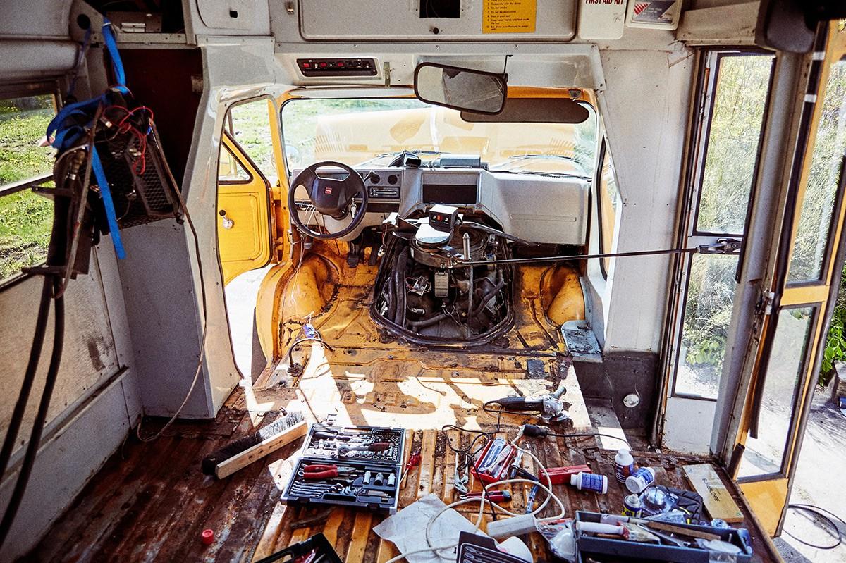 Amerikanischer Schulbus bei der Restauration