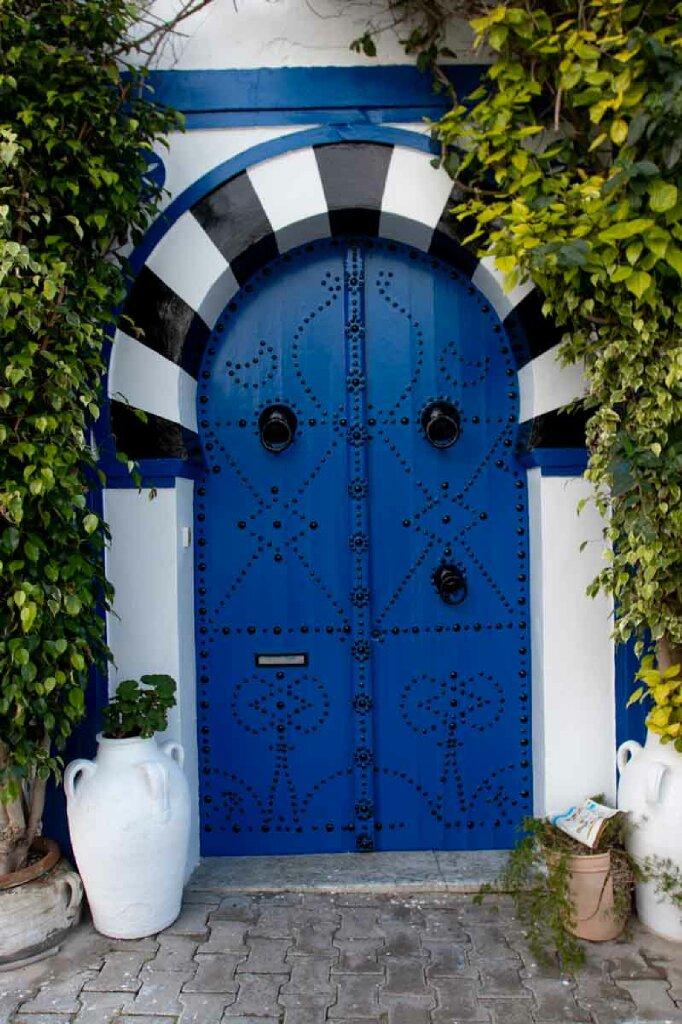 Kunstvolle blaue Tür in Sidi Bou Said