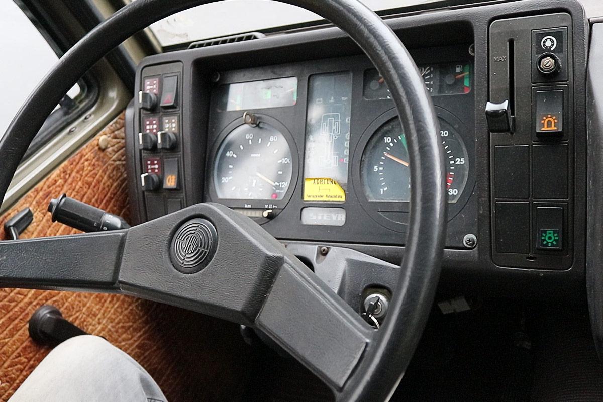 Steyr 12m18, Blick ins Cockpit