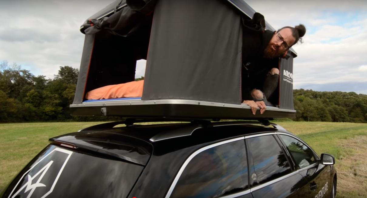 Dachzeltnomade Thilo Vogel auf seinem Ford Mondeo