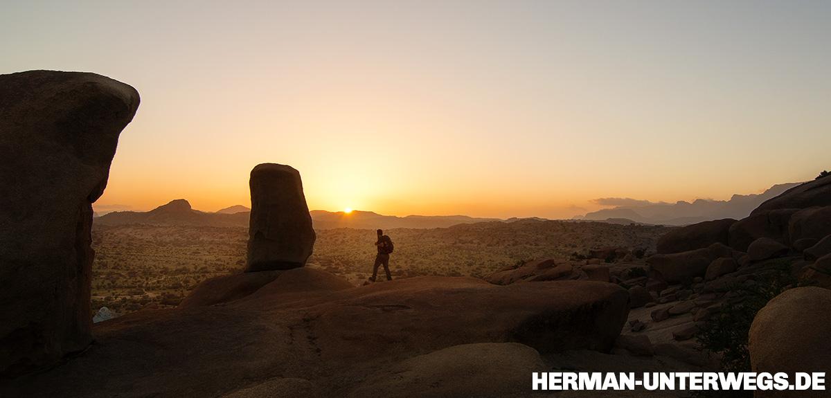 Wandern bei Tafraoute im Sonnenuntergang, Blaue Felsen