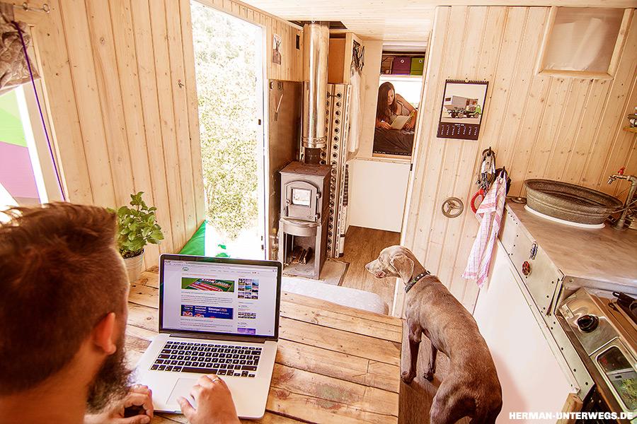 Wohnkabine selber bauen - Ergebnis mit Innenwänden aus Holz