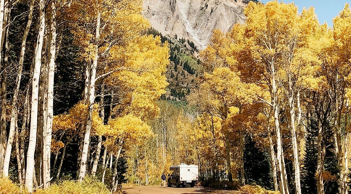 Wohnmobil anmelden ohne Wohnsitz in Deutschland für Weltreisende und Globetrotter - mit Pick up und Kabine unterwegs in den Bergen